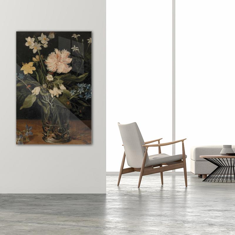Stilleven met bloemen in een glas staand