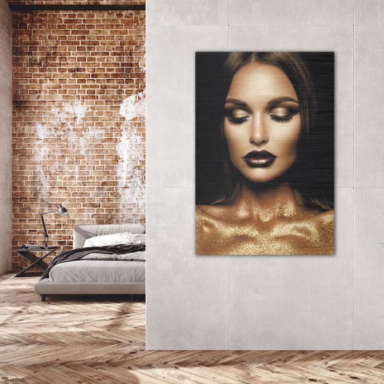 ToF Golden Glitter Woman